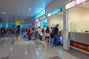 Các lưu ý nên biết khi đổi ngoại tệ ở sân bay Nội Bài